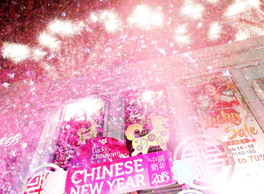 Фейерверки в честь Нового года в районе Бинандо, Манила, Филиппины.