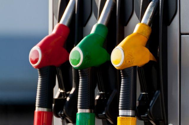 На заправках Украины массово дешевеют бензин и дизель