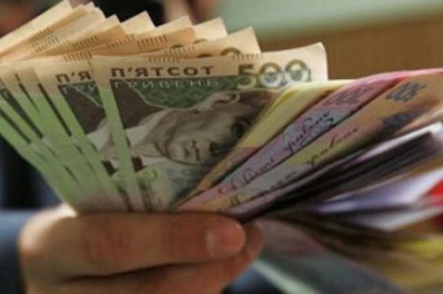 Госстат: Половина украинцев получает зарплату от 6 до 10 тысяч гривен