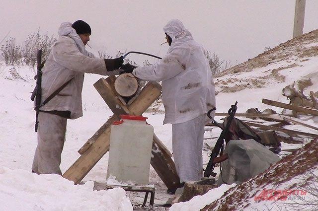 Пилили дрова — убило двоих. Репортаж из окопов ДНР в ожидании нападения