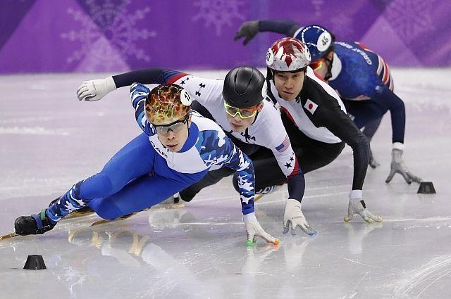 Шорт-трекист Елистратов вышел в полуфинал на дистанции 1000 м на ОИ
