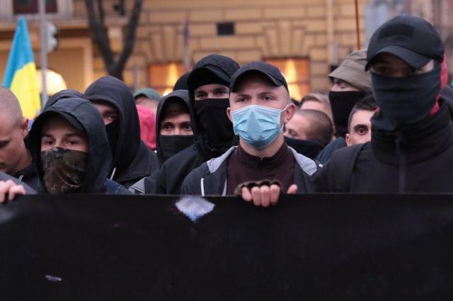 Радикалы напали на здание Россотрудничества в Киеве