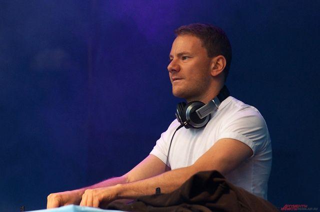 DJ Smash рассказал, что быстро идёт на поправку. Однако ему предстоит провести три недели в стационаре. Питается известный диджей пока через трубочку.