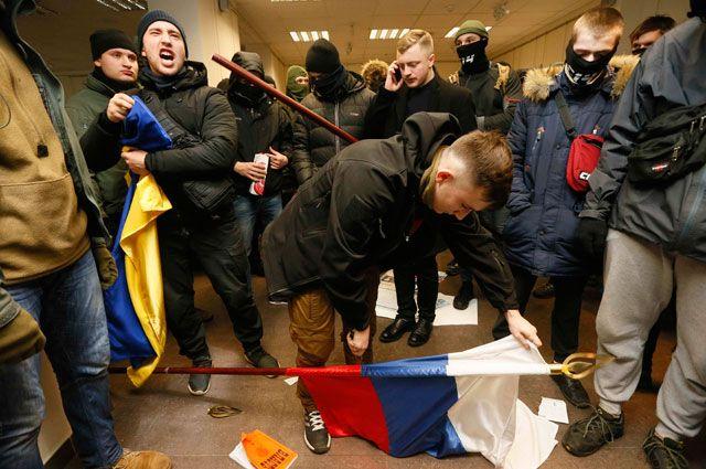В Киеве разгромили российский культурный центр. Главное