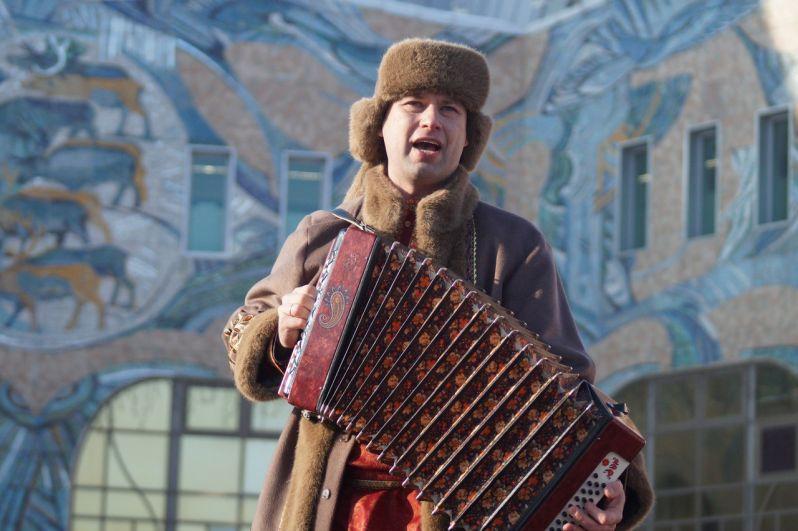 Артисты КДЦ Октябрь подготовили концертную программу.