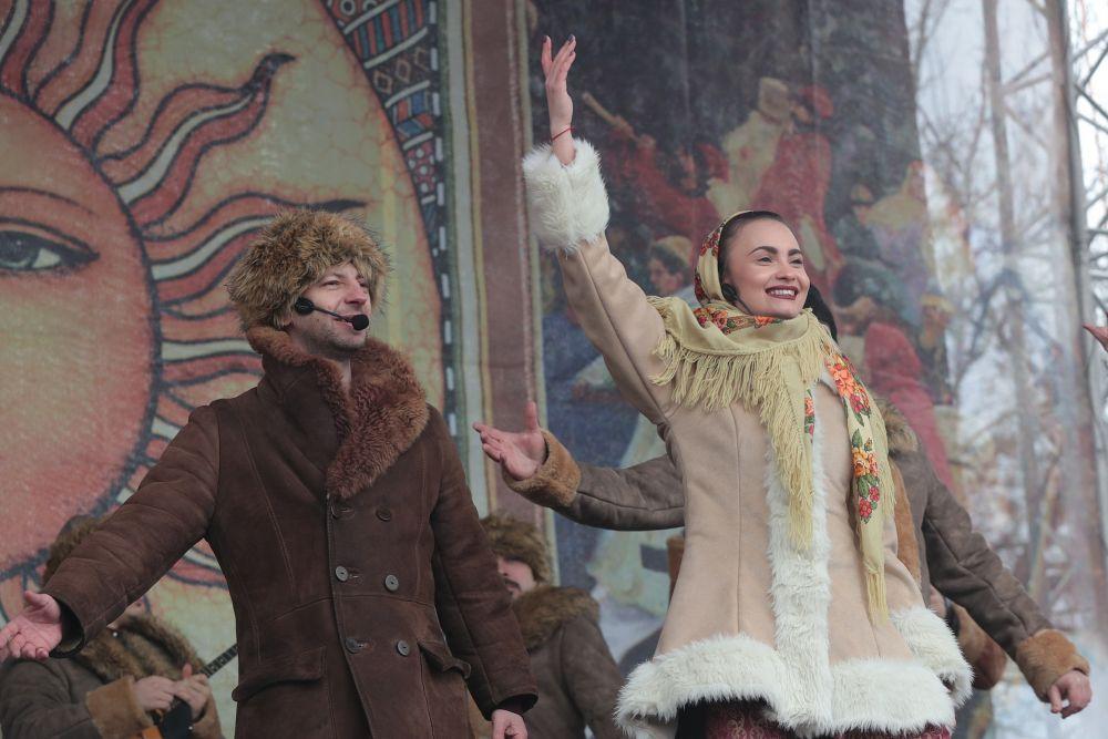 Масленица - это фестиваль, объединяющий в себе две культуры - самобытную народную и современную городскую. Её смысл - проводы зимы и встреча весны.