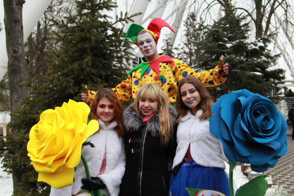 Состоялись концертная программа с участием творческих коллективов города, выставка-ярмарка народных промыслов, мастер-классы на масленичную тематику.