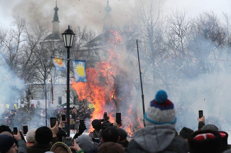 Большой областной фольклорный праздник «Масленица» в станице Старочеркасской собрал свыше 18 тысяч гостей со всех уголков Ростовской области.