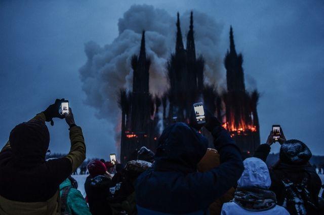 РПЦ осудила сожжение макета готического собора из веток в Калужской области