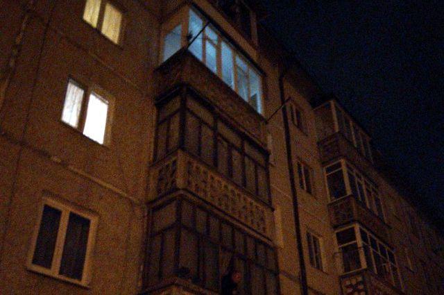 В Тюмени подростки делали селфи на крыше девятиэтажного дома
