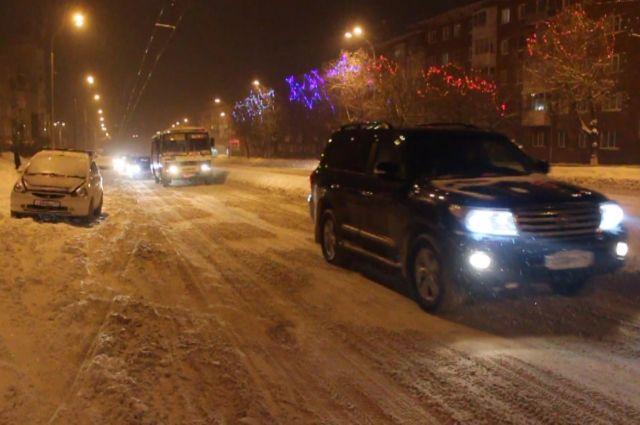 Кемеровских автомобилистов предупреждают о снежных погодных условиях.