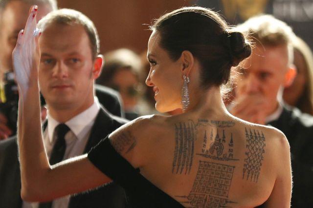Звёзды в чёрном на красной ковровой дорожке премии BAFTA-2018