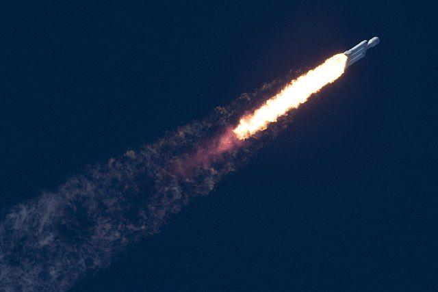 Создан сайт, отслеживающий машину Илона Маска в космосе