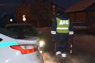 В Ишиме инспектор ДПС запрыгнул на багажник, преследуя пьяного угонщика