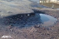 Жители Светлогорска через суд требуют отремонтировать ямы на дорогах.