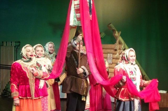В уютном зале КТЦ «Югра-Классик» развернулось пышное народное веселье – концерт «Гуляй, масленица!».