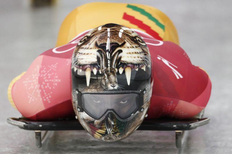 Акваси Фримпонг (Гана) — кролик, выглядывающий из пасти тигра.