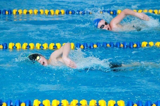 Помимо бассейна в спорткомплексе также есть тренажерный зал. За занятия в нем надо платить дополнительно.