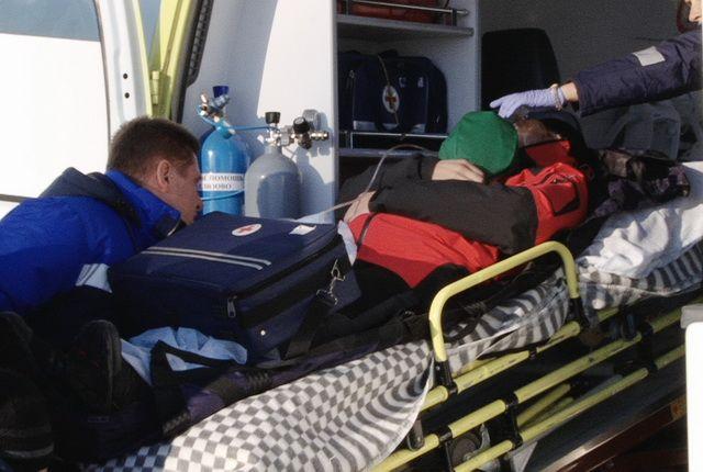 За пострадавшим пришлось лететь три часа в одну сторону.