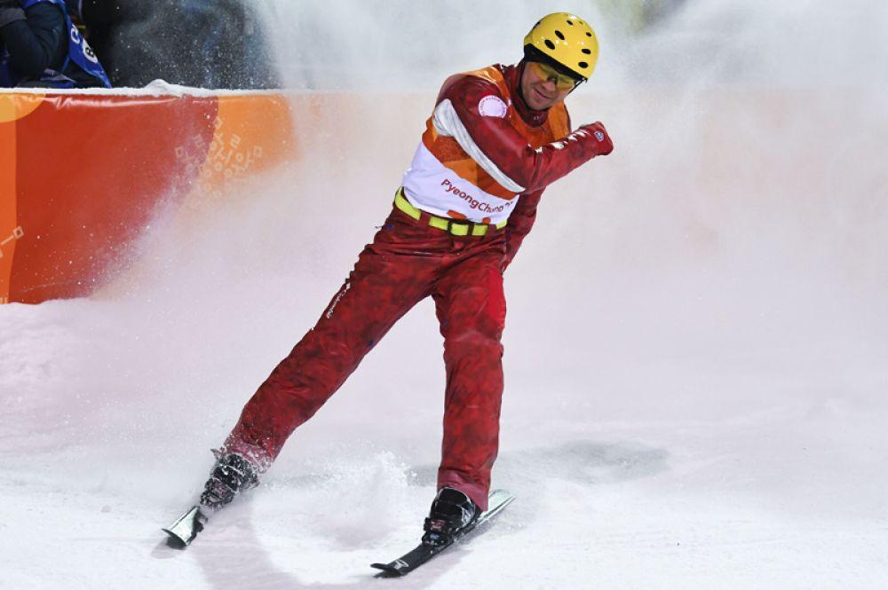 Илья Буров стал бронзовым медалистом Олимпиады-2018 в соревнованиях по фристайлу в лыжной акробатике среди мужчин.