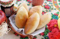 Постные пирожки по традиции могут быть с капустой, картофелем, грибами или ягодами