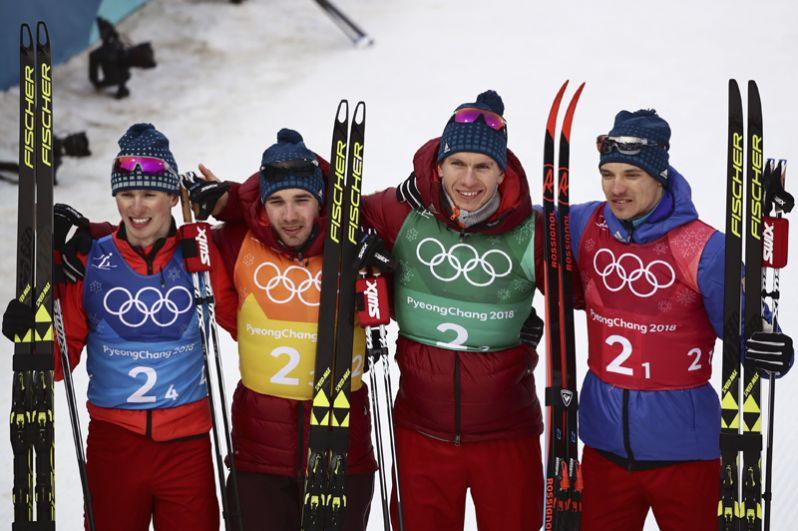 Андрей Ларьков, Александр Большунов, Алексей Червоткин и Денис Спицов завоевали серебряную медаль в лыжной эстафетной гонке 4х10 километров среди мужчин.