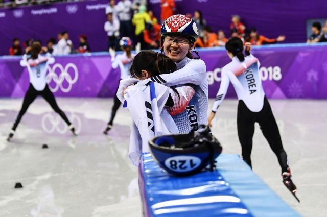 Южнокорейские шорт-трекистки завоевали второе золото ОИ подряд
