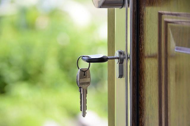 Люди уже получили ключи от своих квартир и готовятся к заселению.