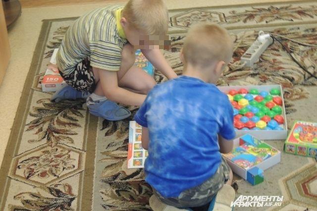 В «доме ужасов», как его окрестили СМИ, мальчишки не играли в мозаику, а ходили на рыбалку с таинственным «Серёгой».