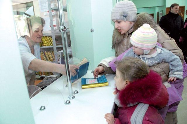 Согласно нормам нового проекта ребенку старше трех лет надо вызывать не участкового врача, а неотложку.