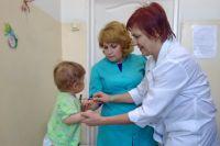 Отметим, что впервые за длительное время детская поликлиника была полностью укомплектована участковыми педиатрами и узкими специалистами.