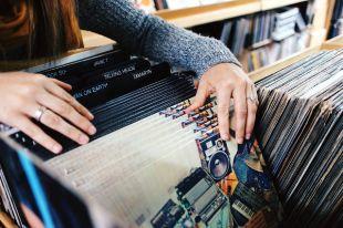 В Тюмени серийный вор украл у дачника виниловые пластинки The Beatles