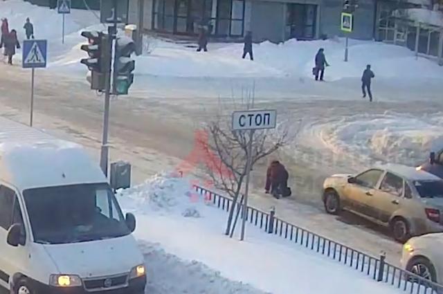 Водитель сбил женщину и укатил.