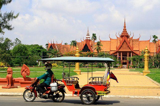 Япония отправила в Камбоджу ящики для голосования в качестве гумпомощи