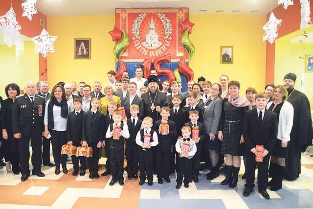 Поздравить ребят приехали почётные гости, духовные наставники и попечители.
