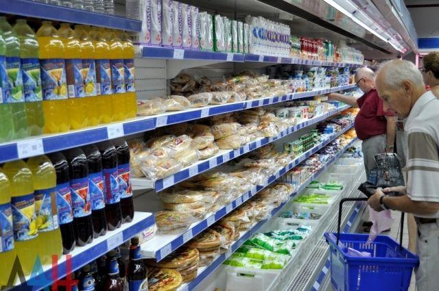 Госстат: Украинцы стали покупать на четверть меньше товаров