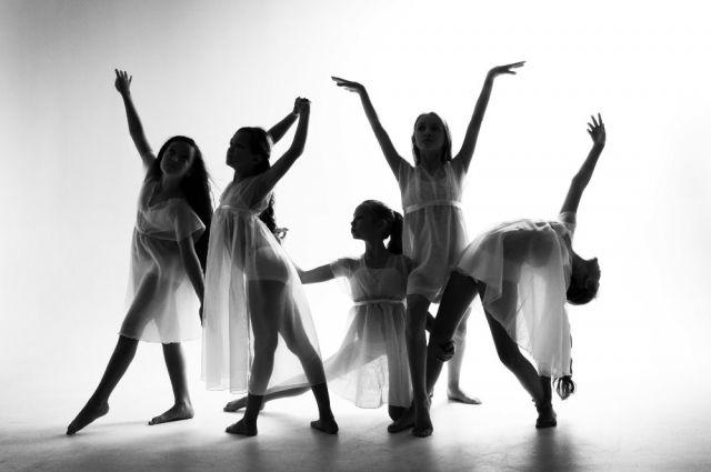 Профильными направлениями студии Liberty Dance являются эстрадные и современные танцы.