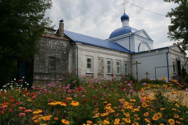 Двухсотлетнему храму в селе Красное выделили деньги на реставрацию.