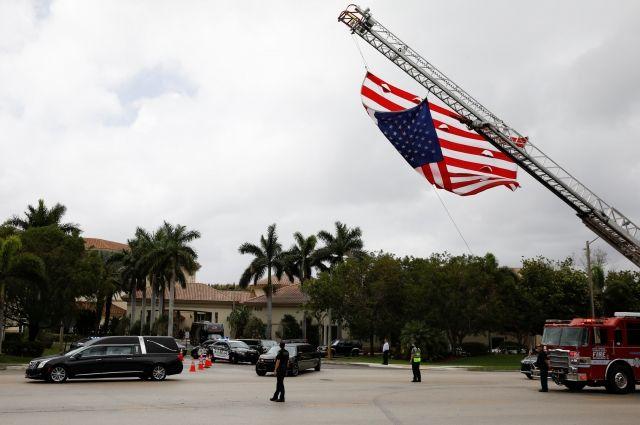 Охранявший подвергшуюся нападению школу во Флориде полицейский уволился