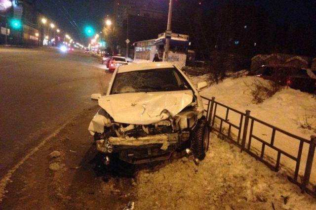 Автомобиль основательно разбит.