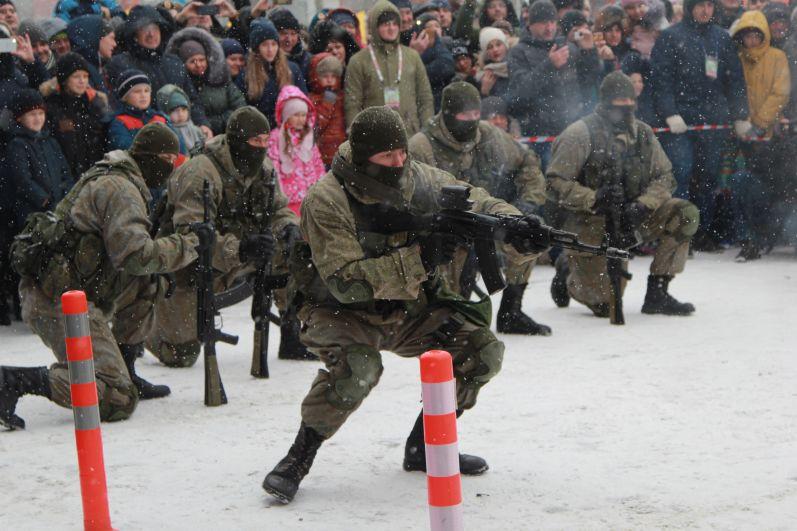 Рукопашный бой и мастерство обезвреживания противника в исполнении спецназовцев.