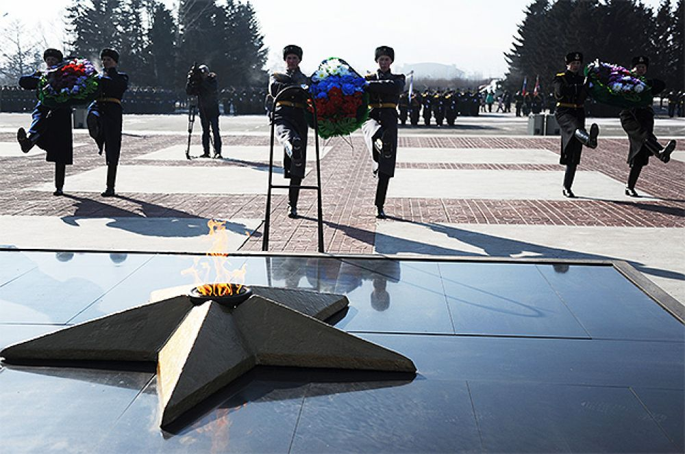 Военнослужащие на Мемориале боевой и трудовой славы забайкальцев в Чите во время митинга, посвященного празднованию Дня защитника Отечества.