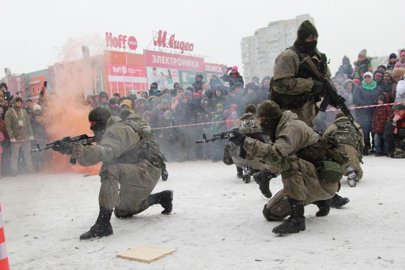 Показательные выступления по армейским боям продемонстрировали солдаты 22-й бригады особого назначения.