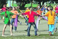 Школьников Кондинского района приглашают провести лето интересно и активно.
