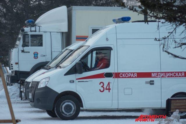 ВКрасноярске при ДТП перевернулась машина скорой помощи