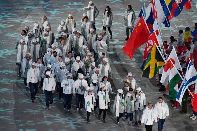 Олимпийские спортсмены изРоссии вовремя церемонии закрытия.