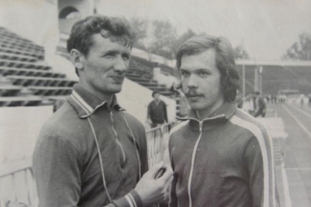 Андрей Перлов (справа) и его первый тренер Виктор Швецов (слева)