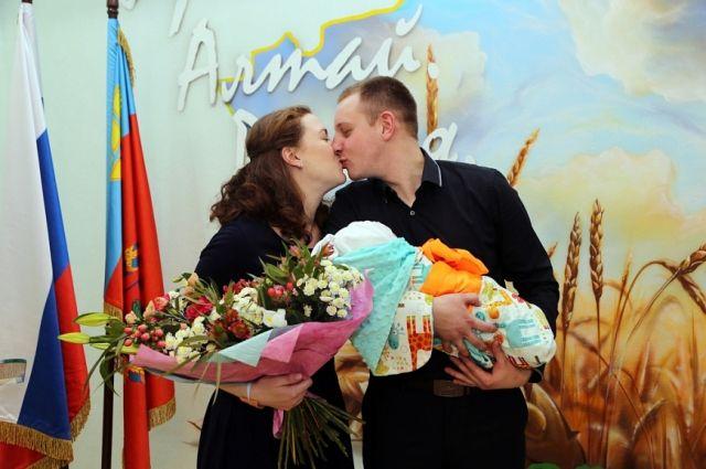 Счастливые супруги планируют второго ребенка