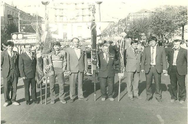 Виктор Петрович Кодылев четвертый слева.