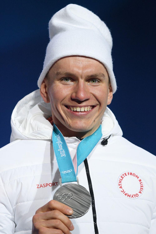 Серебро. Александр Большунов (лыжи, масс-старт, 50 км).